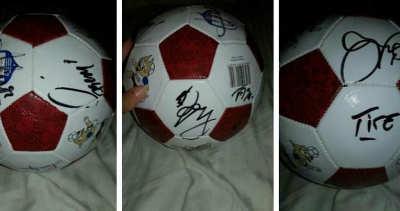 С автографами членов сборной Бразилии