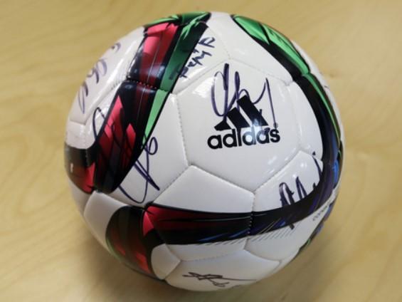 С автографами сборной России FIFA 2018