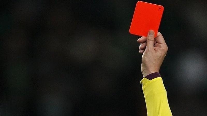 Красная карточка.