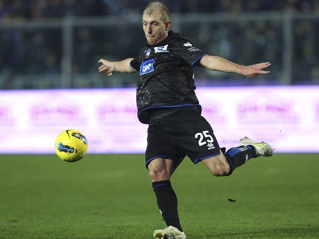 Андреа Масьелло забил мяч, но не в чужие ворота