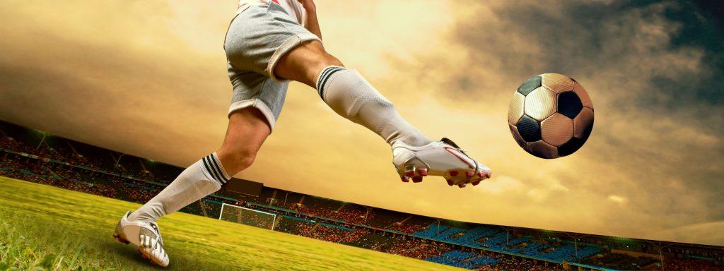 Удар в футболе.