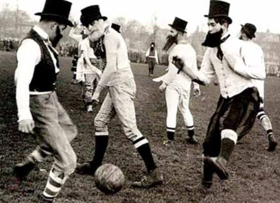 англичане играют в футбол
