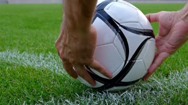 Мяч в руках