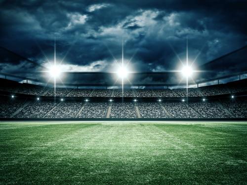 Пустые футбольные трибуны