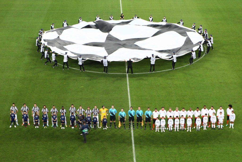 Полотно Лиги Чемпионов перед матчами.