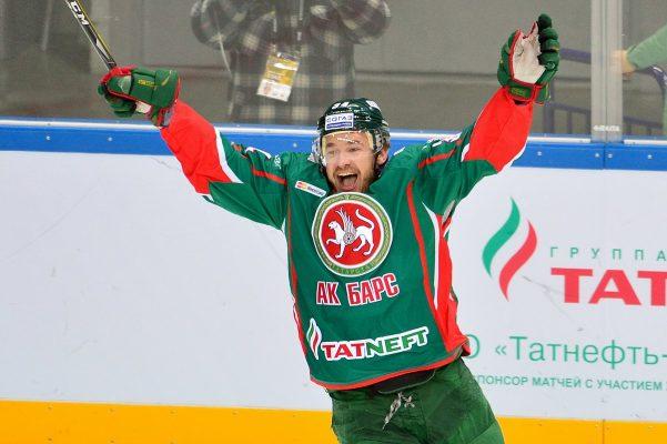 Накал страстей в мире спорта: кто из хоккеистов любит распускать руки