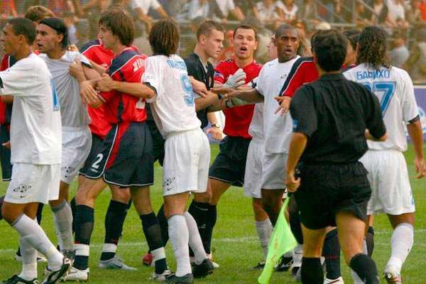 Самые жестокие драки на футбольном поле