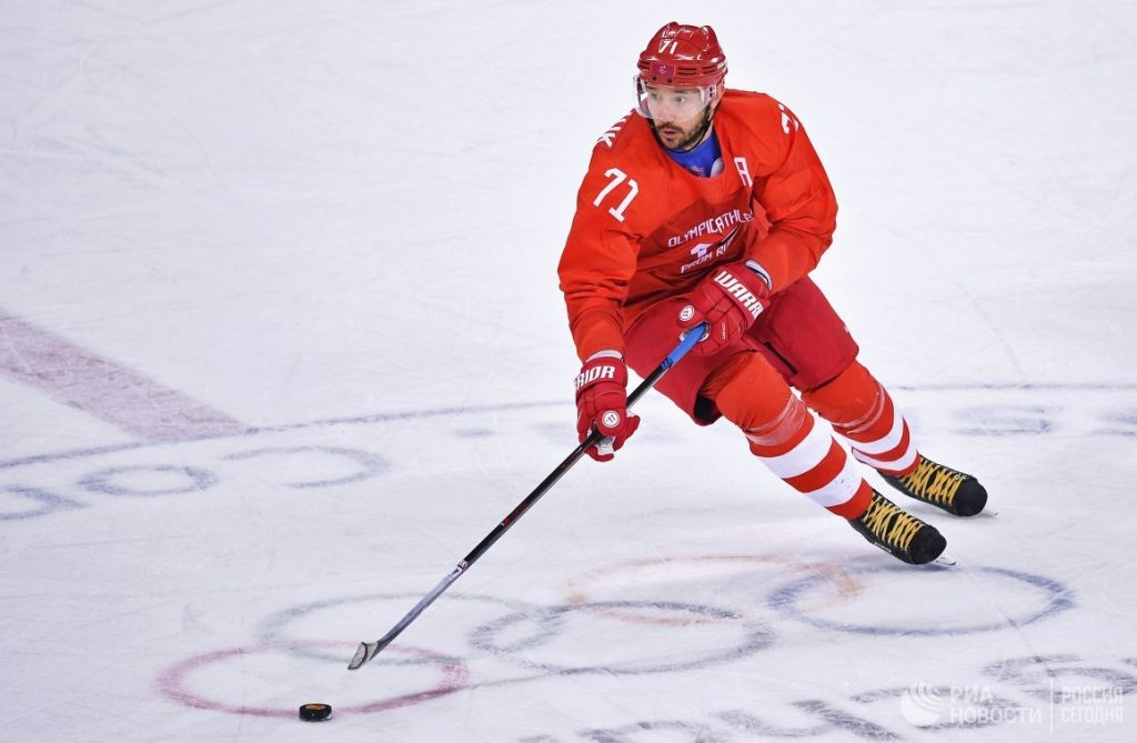 Игрок в хоккей на льду.