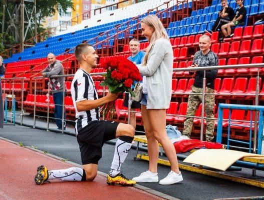 Как романтично! Кто из футболистов сделал предложение руки и сердца прямо на футбольном поле