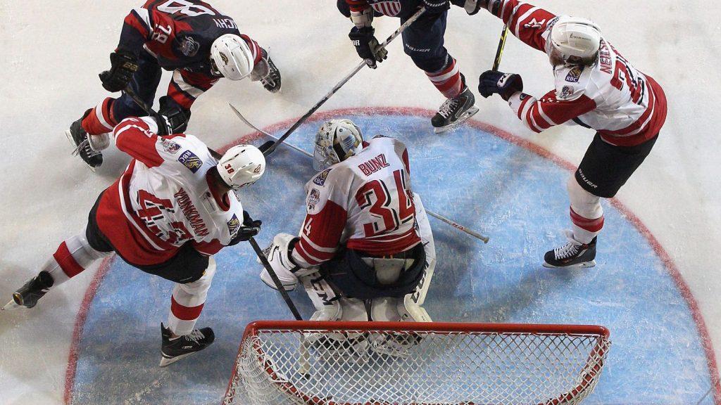 Гол в хоккейные ворота.