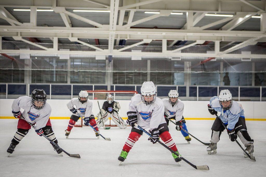 Ученики хоккейной школы.
