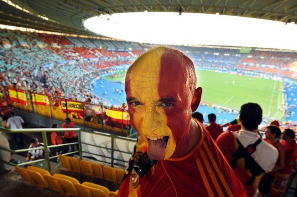 Болельщики сборной Испании и газета Marca