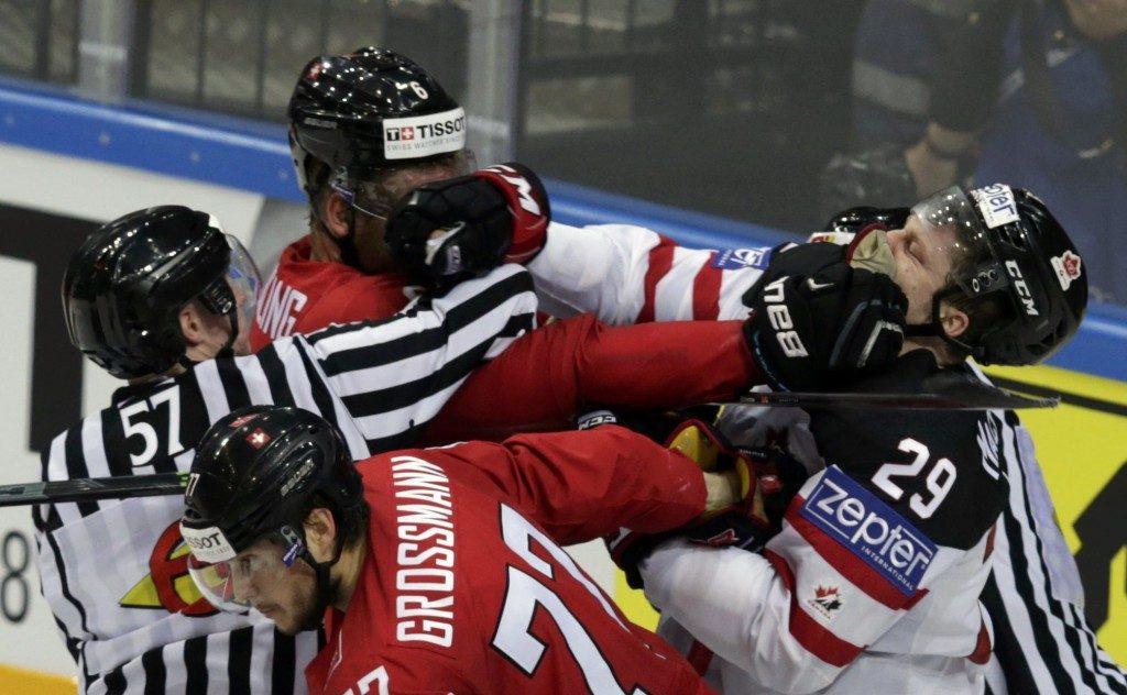Драка в хоккее.