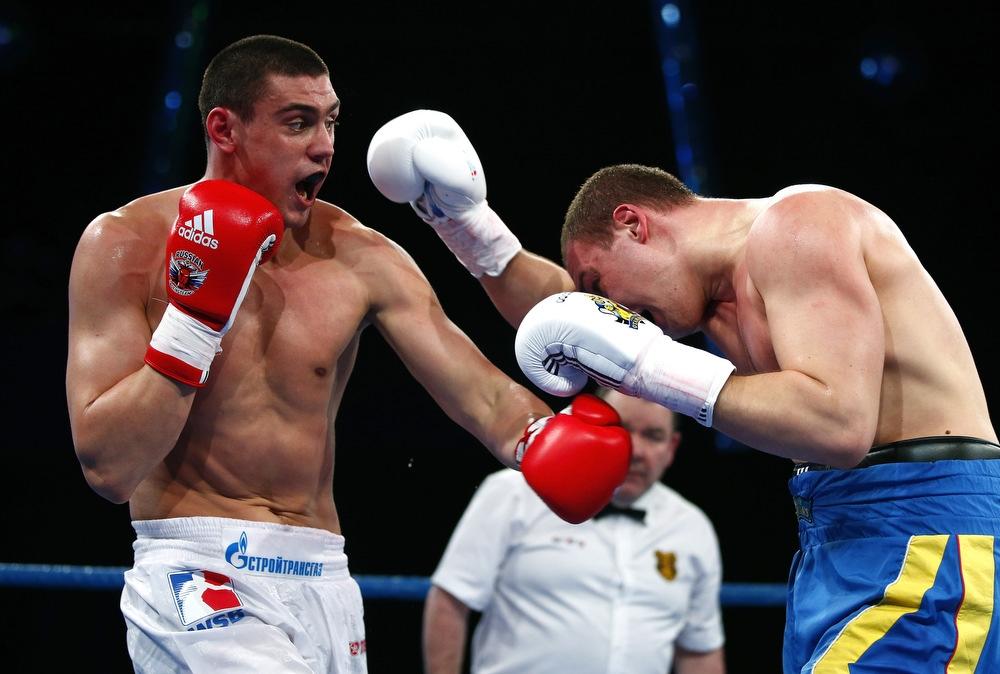 Бой в боксе.