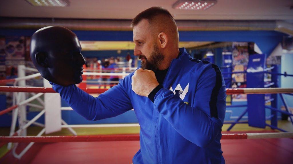Тренер-боксёр.