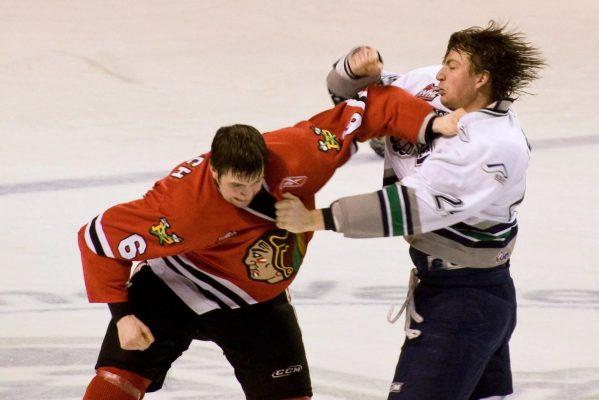 Почему в хоккее дерутся чаще, чем в футболе