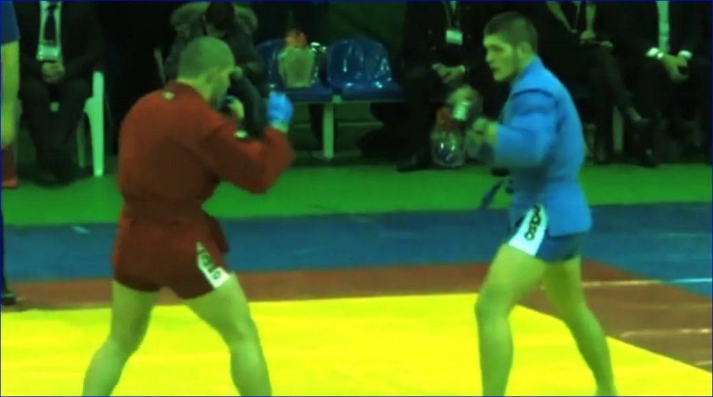 Кадр с чемпионата мира по боевому самбо 2010 года. Хабиб справа