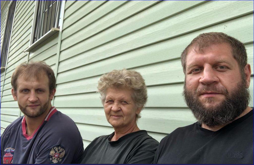 Совместное фото семьи Емельяненко, 2019 год