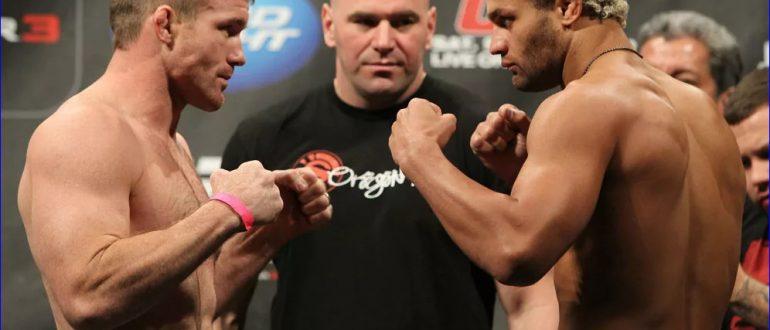 Хьюз (слева) против Джоша Кошчека на UFC 135 24.09.2011 года