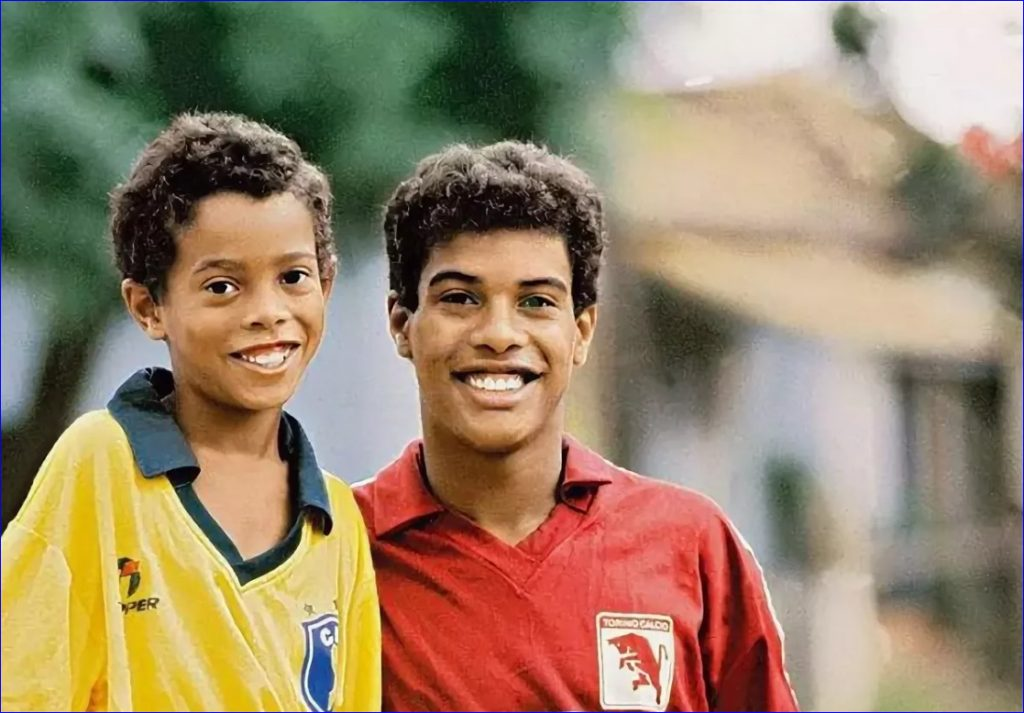 Фото Роналдо в старой форме брата. 1987 год