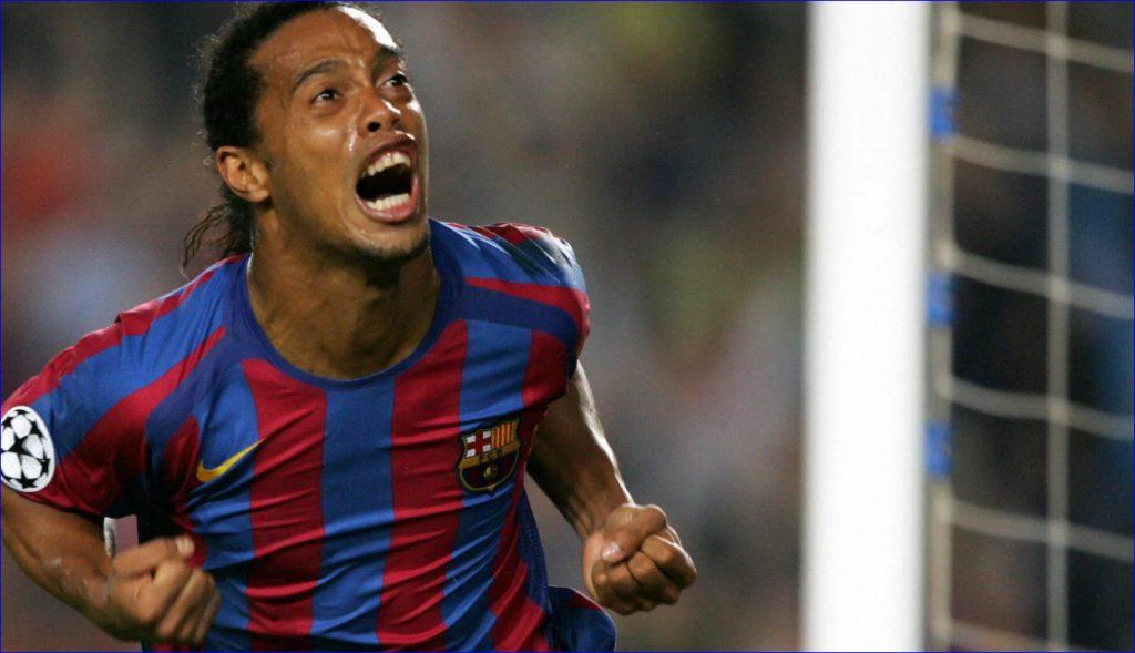 Бразильский игрок в цветах «Барселоны» празднует очередной забитый мяч