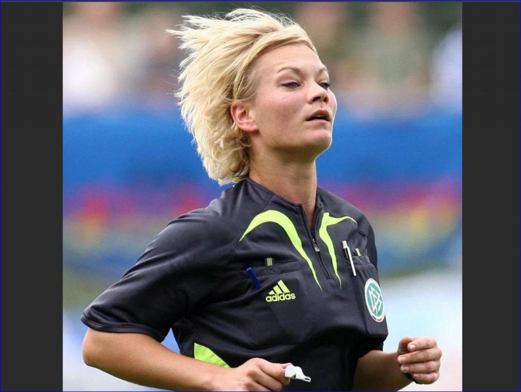 Футболист облапал судью! Как унижают девушек-арбитров в футболе