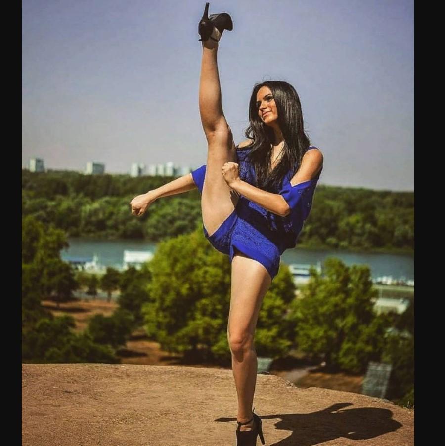 Демонстрация гибкости и растяжки Сары Дамьянович