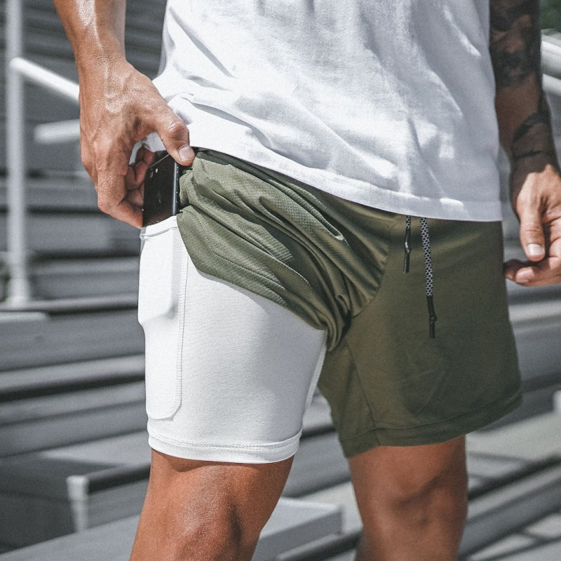 Мужчины в спортзале надевают лосины под шорты - зачем?