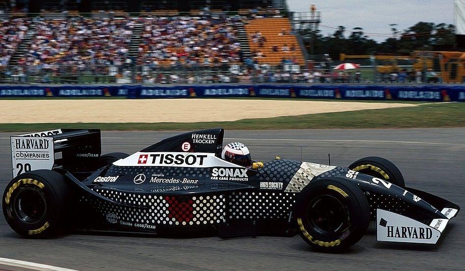 Карл Вендлингер управляет болидом Sauber Mercedes С13, 1994-й год.