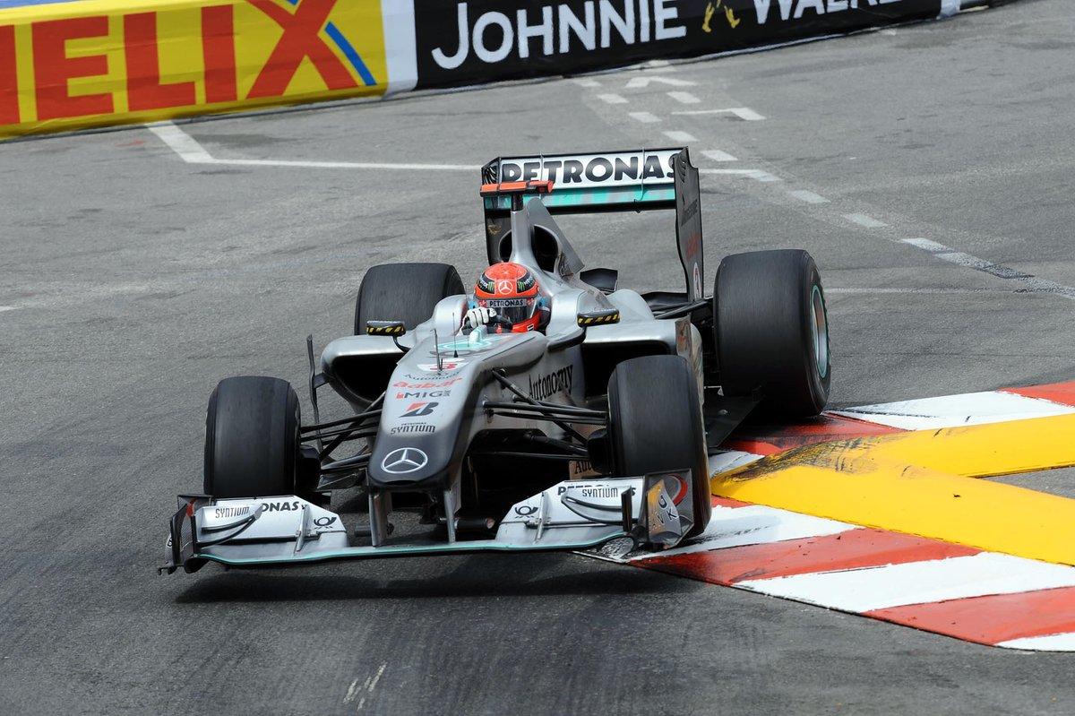 Михаэль Шумахер управляет болидом Mercedes W01, 2010-й год